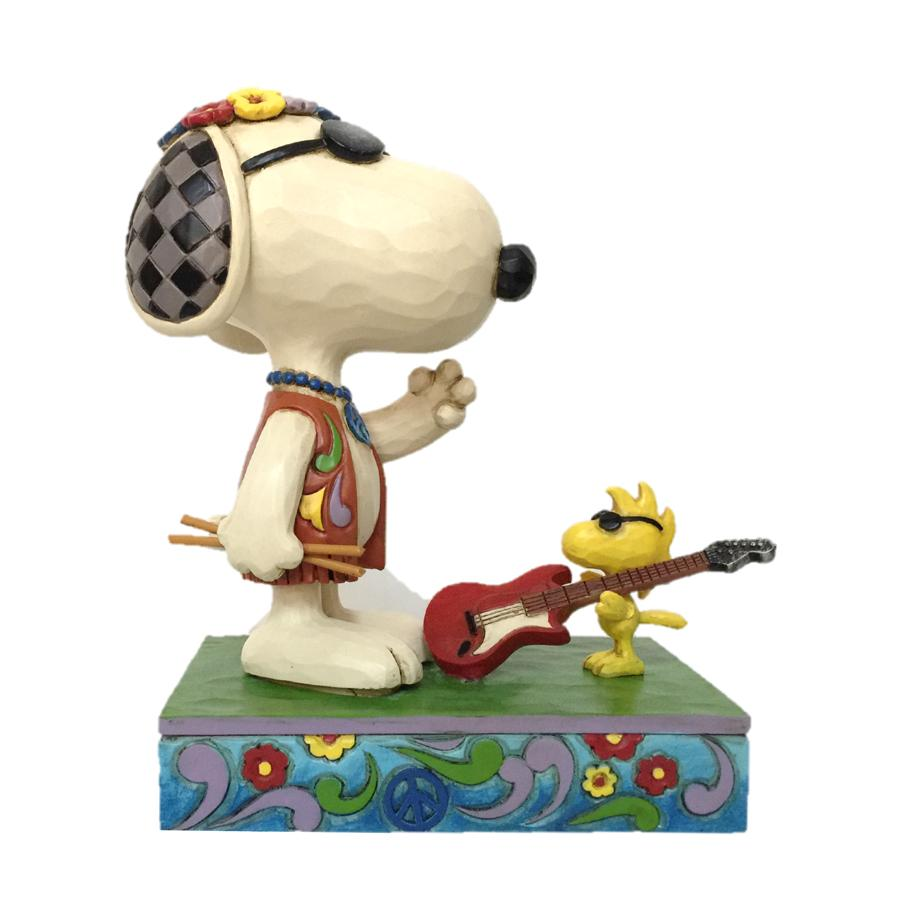 6005943 Snoopy and Woodstock Concert Goers